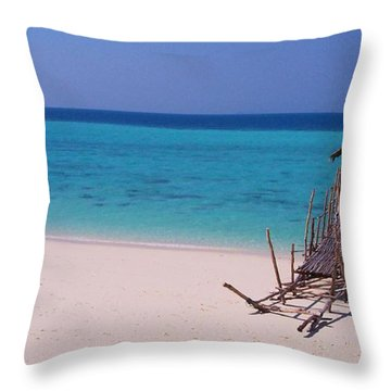 Blissflow Throw Pillow