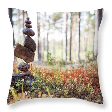 Blomma Throw Pillow