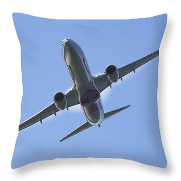 Boeing 737-900 Throw Pillows