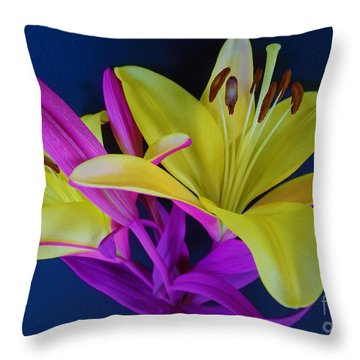 Throw Pillow featuring the photograph Bold Beautiful Flowers by Ray Shrewsberry