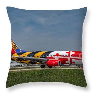 Boeing 737 Maryland Throw Pillow