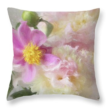 Bouquet 4 Throw Pillow