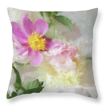 Bouquet 5 Throw Pillow