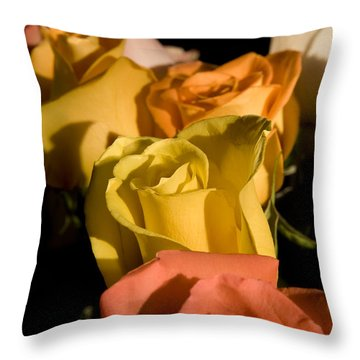 Bouquet In Line Throw Pillow