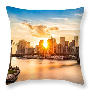 Brooklyn Bridge And The Lower Manhattan Skyline At Sunset Throw Pillow