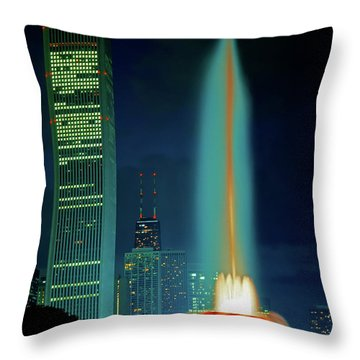 Throw Pillow featuring the photograph Buckingham Fountain  Chicago Landmark by Tom Jelen