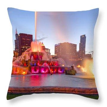 Buckingham Fountain Panorama At Twilight - Grant Park Chicago Illinois Throw Pillow