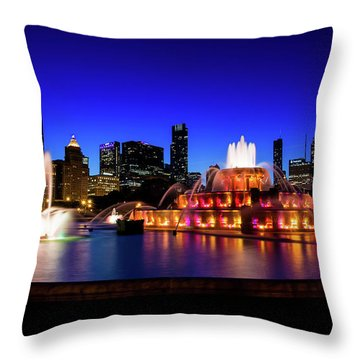 Buckingham Memorial Fountain Throw Pillow