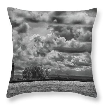 Buffalo Lighthouse 8111 Throw Pillow