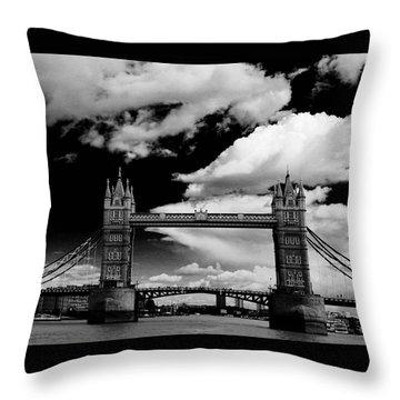 Bw Series Tower Bridge Throw Pillow