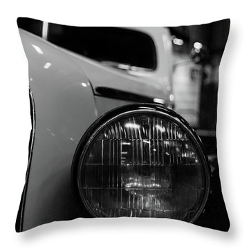 Bw Taxi Throw Pillow