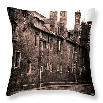 Cambridge, England Throw Pillow