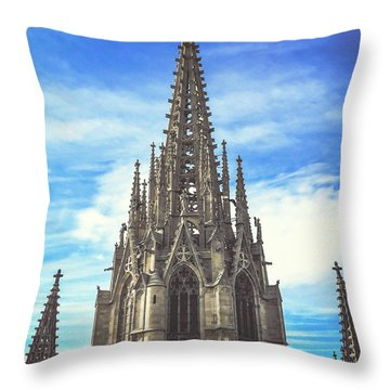 Throw Pillow featuring the photograph Catedral De Barcelona by Colleen Kammerer