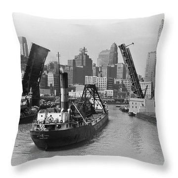 Chicago River 1941 Throw Pillow