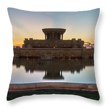 Chicago's Buckingham Fountain At Dawn  Throw Pillow