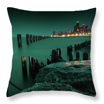 Chilly Chicago 2 Throw Pillow