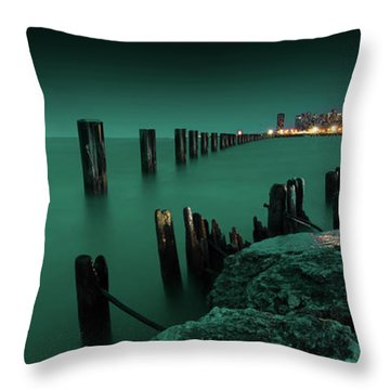 Chilly Chicago Throw Pillow