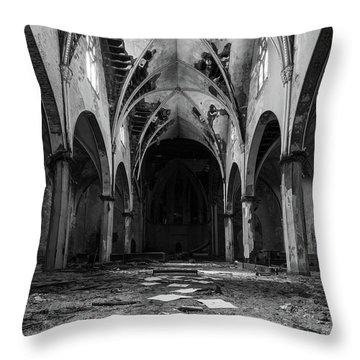 Church In Black And White Throw Pillow