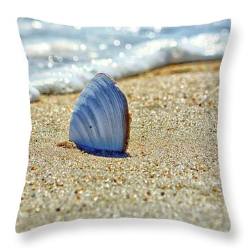 Clamshell In The Waves On Assateague Island Throw Pillow
