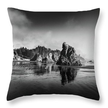 Clear Day At Ruby Beach Throw Pillow