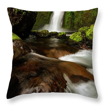 Columbia Cleft Throw Pillow