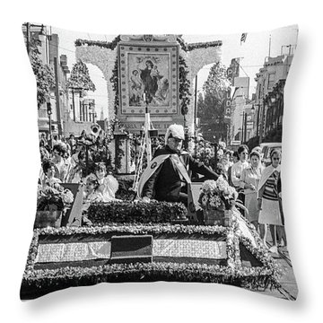 Columbus Day Parade San Francisco Throw Pillow