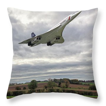 Throw Pillow featuring the photograph Concorde - High Speed Pass_2 by Paul Gulliver