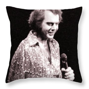 Connecting With The Audience Throw Pillow by Ron Chambers