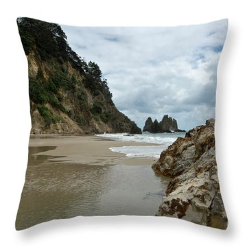 Coromandel, New Zealand Throw Pillow