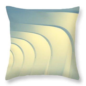 Corridoio D'incurvatura Throw Pillow