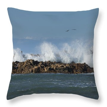 Crashing Waves And Gulls Throw Pillow