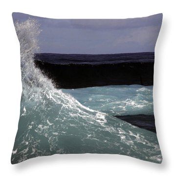 Crest, North Beach, Oahu Throw Pillow