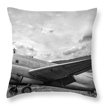 Curtiss C-46 Commando - Bw Throw Pillow