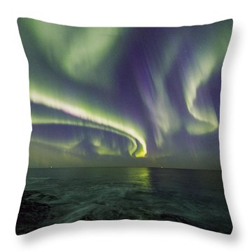 Curvy Auroras Throw Pillow