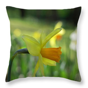 Daffodil Side Profile Throw Pillow