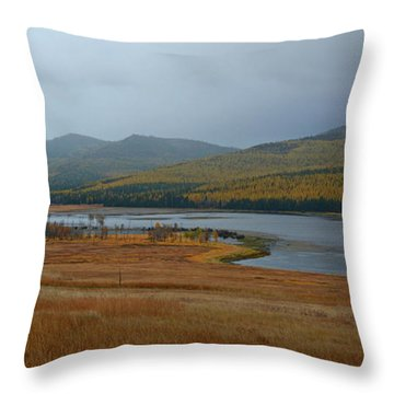 Dahl Lake In Autumn Throw Pillow