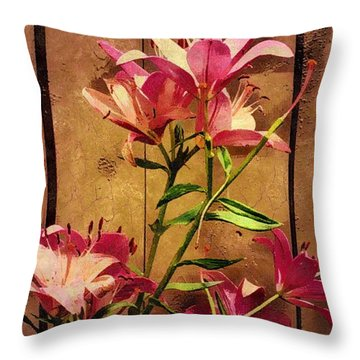 Dayliliys In  Guilford , Conn Throw Pillow