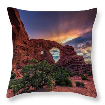 Day's End At Turret Arch Throw Pillow