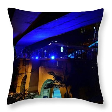Debut Do @mirante9dejulho, Em Festa Throw Pillow