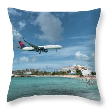 Delta 757 Landing At St. Maarten Throw Pillow