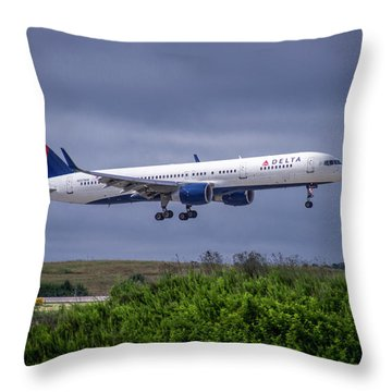 Delta Air Lines 757 Airplane N557nw Art Throw Pillow