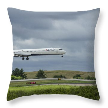 Delta Airlines Mcdonnell Douglas Aircraft N952dl Hartsfield-jackson Atlanta International Airport Throw Pillow