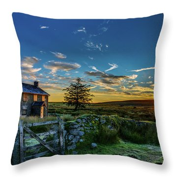 Derelict Cottage Nun's Cross, Dartmoor, Uk. Throw Pillow