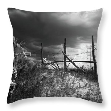 Descanso On Side Of Road Throw Pillow