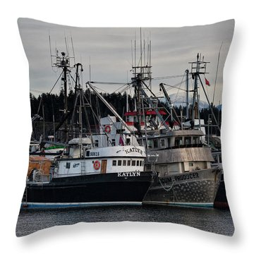 Throw Pillow featuring the photograph Discovery Harbour by Randy Hall