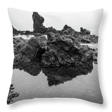 Djupalonssandur Beach Throw Pillow