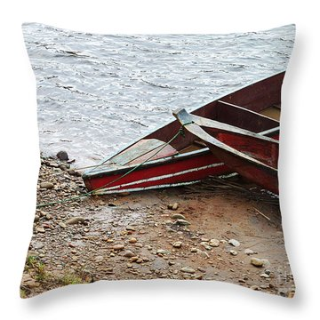 Dos Barcos Throw Pillow