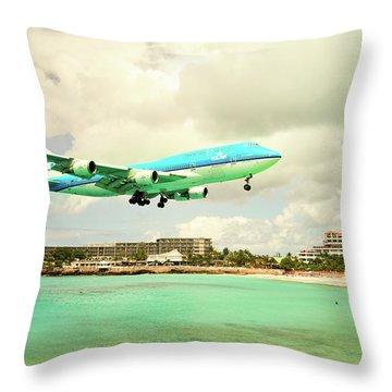 Dramatic Landing At St Maarten Throw Pillow