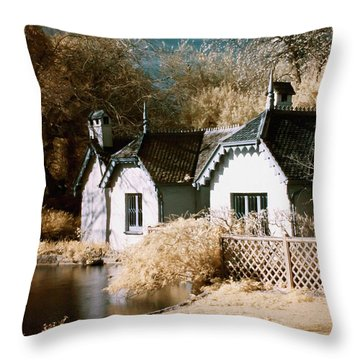 Duck Island Cottage Throw Pillow