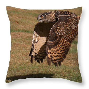 Eagle Owl On The Hunt 2 Throw Pillow